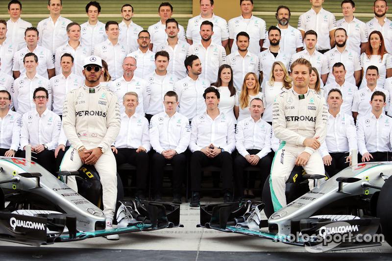 Lewis Hamilton, Mercedes AMG F1 and team mate Nico Rosberg, Mercedes AMG F1 W07 Hybrid at a team photograph