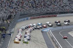 Start: Kyle Larson, Chip Ganassi Racing, Chevrolet; Ryan Blaney, Team Penske, Ford