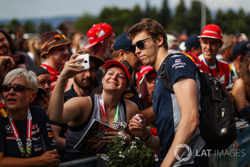 Daniil Kvyat, Scuderia Toro Rosso meets the fans
