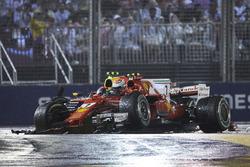 Max Verstappen, Red Bull Racing RB13, Kimi Raikkonen, Ferrari SF70H, si scontrano alla partenza