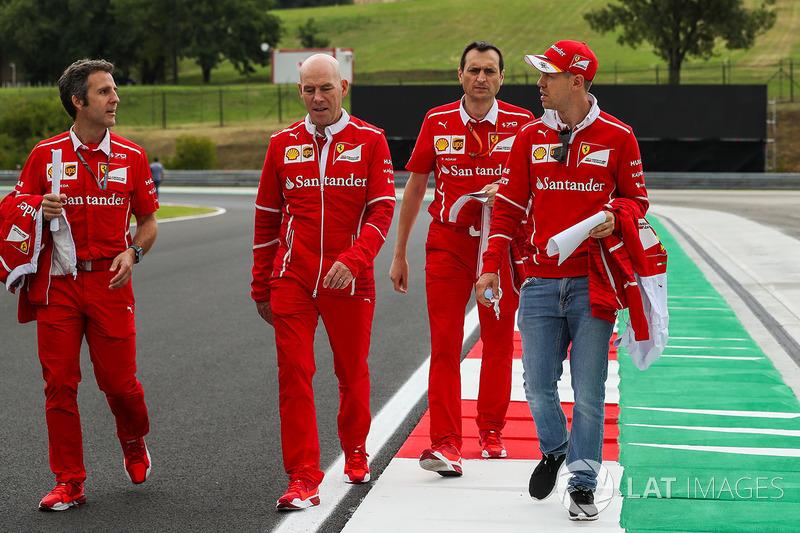 Sebastian Vettel, Ferrari, Jock Clear, Ferrari-Chefingenieur, Riccardo Adami, Ferrari-Renningenieur