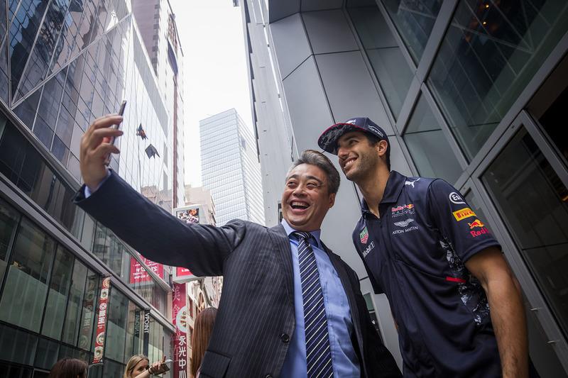Daniel Ricciardo, Red Bull Racing con un fan