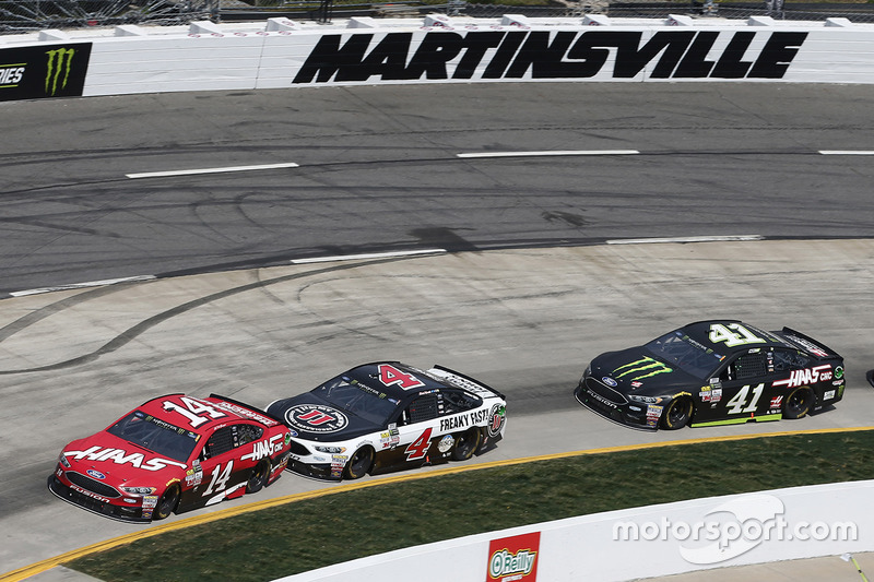 Clint Bowyer, Stewart-Haas Racing, Ford; Kevin Harvick, Stewart-Haas Racing, Ford; Kurt Busch, Stewa