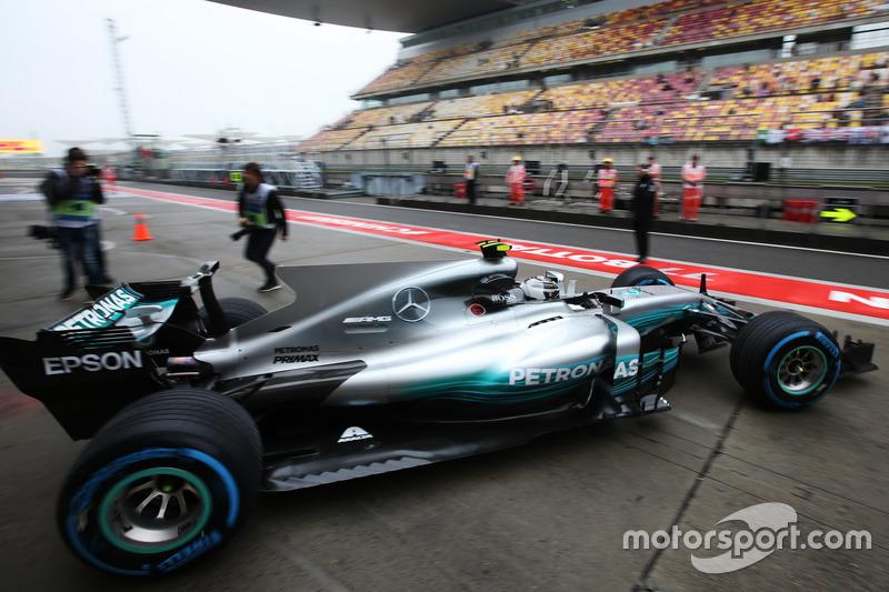 Valtteri Bottas, Mercedes AMG F1 W08, leaves the garage