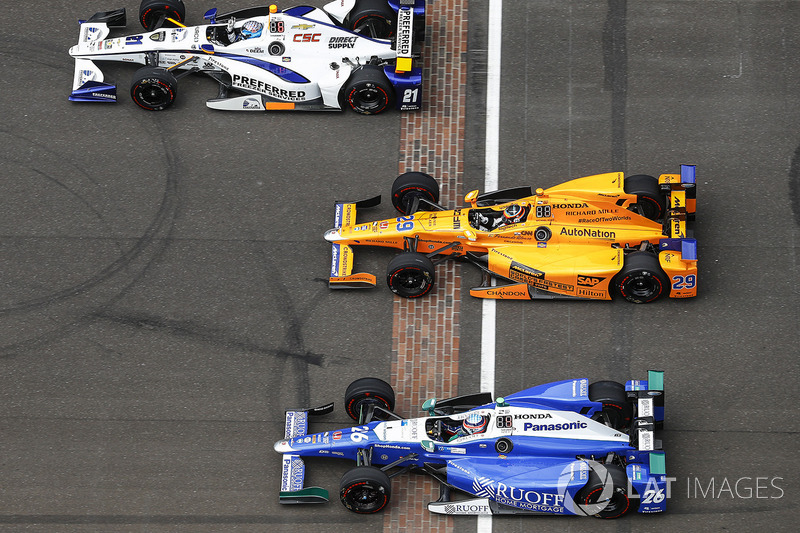 J.R. Hildebrand, Ed Carpenter Racing, Chevrole; Fernando Alonso, Andretti Autosport, Honda; Takuma S