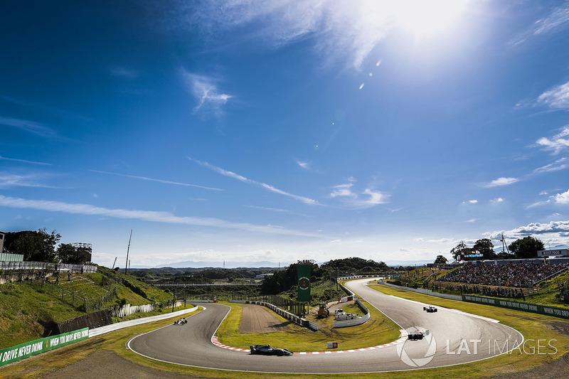 Daniel Ricciardo, Red Bull Racing RB13, Valtteri Bottas, Mercedes AMG F1 W08, Sergio Perez, Sahara F
