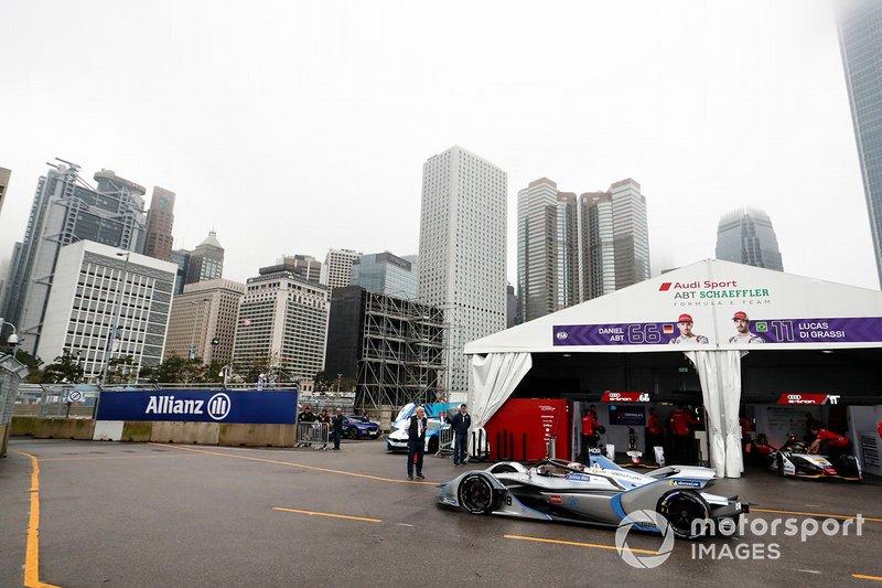 Edoardo Mortara, Venturi Formula E, Venturi VFE05 heads down the pit lane