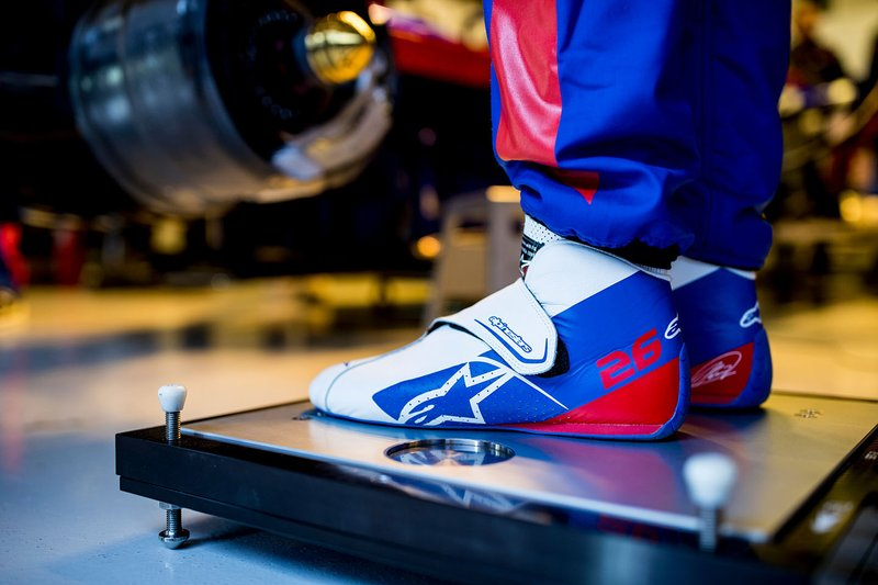 Daniil Kvyat, Scuderia Toro Rosso, dettaglio degli scarponcini