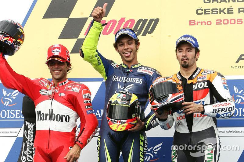 Podio: 1º Valentino Rossi, 2º Loris Capirossi, 3º Max Biaggi