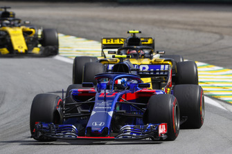 Pierre Gasly, Scuderia Toro Rosso STR13, leads Carlos Sainz Jr., Renault Sport F1 Team R.S. 18, and Nico Hulkenberg, Renault Sport F1 Team R.S. 18