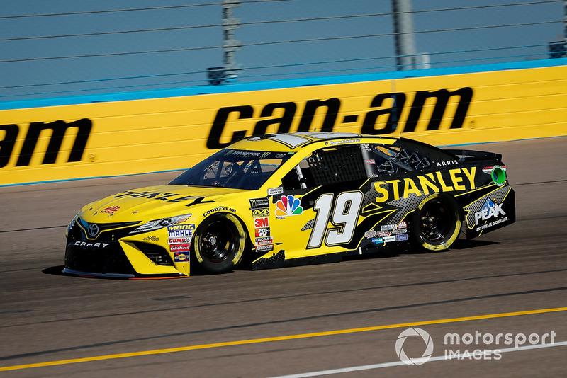 26. Daniel Suarez, Joe Gibbs Racing, Toyota Camry STANLEY