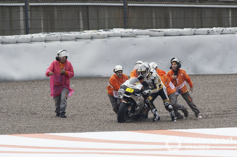 Alvaro Bautista, Angel Nieto Team after his crash
