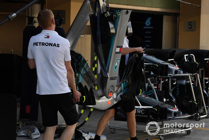 Mercedes-AMG F1 W09, első szárny