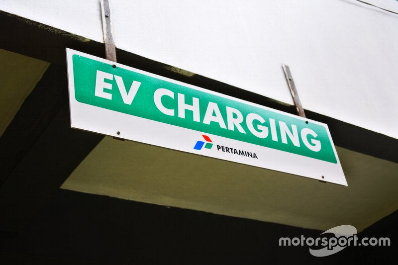 Papan EV Charging SPLU Kuningan, Jakarta Selatan