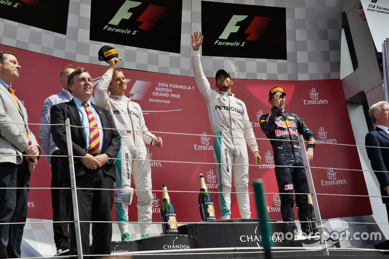 Nico Rosberg, Mercedes AMG F1, Lewis Hamilton, Mercedes AMG F1; Max Verstappen, Red Bull Racing