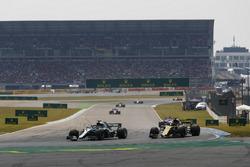 Lewis Hamilton, Mercedes AMG F1 W09, passes Nico Hulkenberg, Renault Sport F1 Team R.S. 18