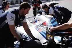 Sergey Sirotkin, Williams FW41, viene riportato ai box dai suoi meccanici