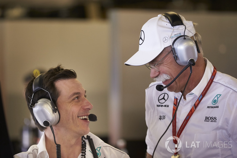 Toto Wolff, director de Mercedes AMG F1 y Dr Dieter Zetsche, CEO, Mercedes Benz