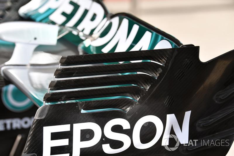Детали заднего крыла Mercedes F1 W08
