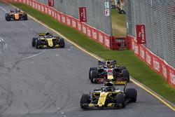 Nico Hulkenberg, Renault Sport F1 Team R.S. 18 leads Daniel Ricciardo, Red Bull Racing RB14