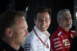 Christian Horner, Team Principal, Red Bull Racing, Toto Wolff, directeur exécutif, Mercedes AMG, et Maurizio Arrivabene, Team Principal, Ferrari, sur scène