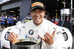 Ganador de la pole Chaz Mostert, BMW Team Schnitzer