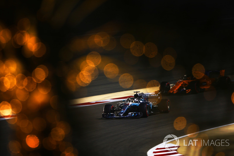 Льюіс Хемілтон, Mercedes AMG F1 W09, Стоффель Вандорн, McLaren MCL33 Renault