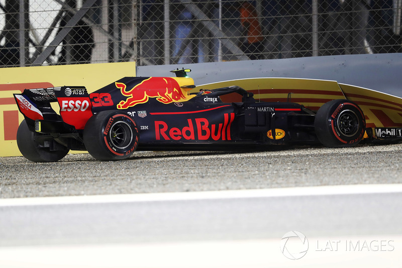Choque de Max Verstappen, Red Bull Racing RB14 Tag Heuer en la calificación