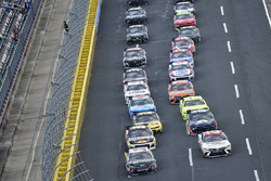 Aric Almirola, Stewart-Haas Racing, Ford Fusion Smithfield/Waffle House and Erik Jones, Joe Gibbs Racing, Toyota Camry Sport Clips