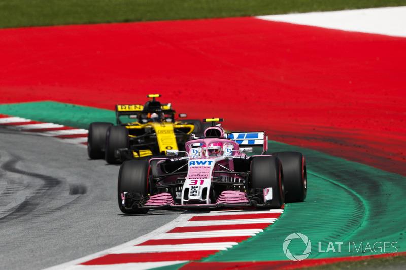 Esteban Ocon, Force India VJM11, Carlos Sainz Jr., Renault Sport F1 Team R.S. 18