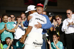 Lewis Hamilton, Mercedes AMG F1, Niki Lauda, Non-Executive Chairman, Mercedes AMG F1, celebrate Constructors' Championship victory with the rest of the team