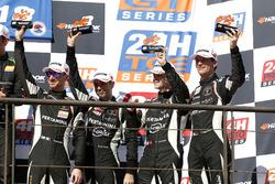 Podio: al terzo posto #964 GRT Grasser Racing Team Lamborghini Huracán GT3: Mark Ineichen, Rolf Inei