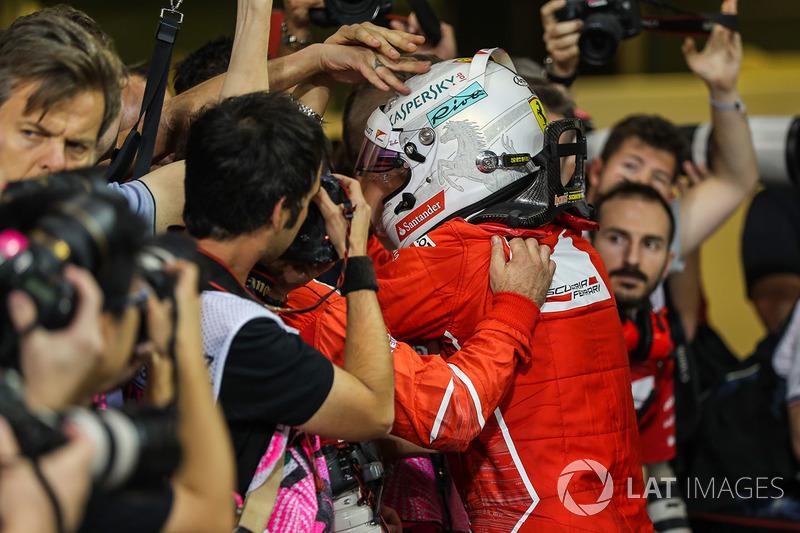 Sebastian Vettel, Ferrari kutlama yapıyor