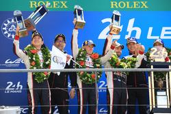 Podio assoluto: al secondo posto Mike Conway, Kamui Kobayashi, Jose Maria Lopez, Toyota Gazoo Racing