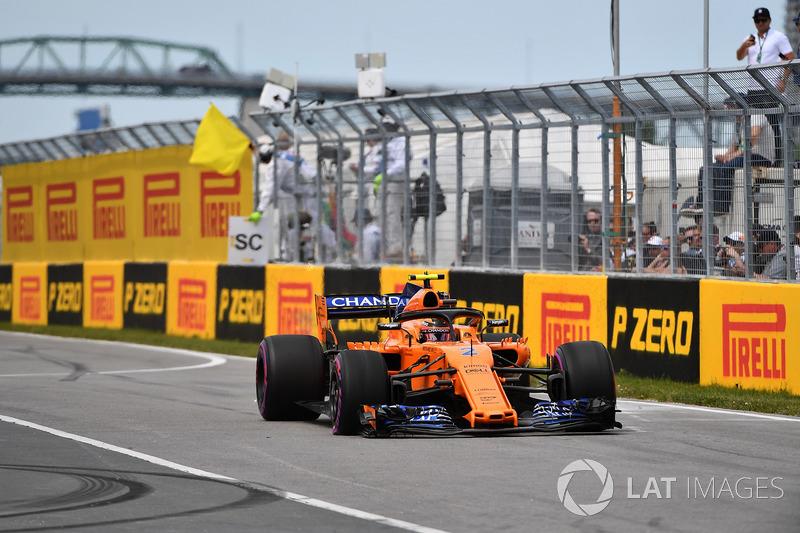 Stoffel Vandoorne, McLaren MCL33 with puncture