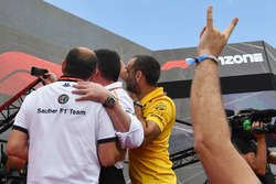 Frederic Vasseur, Sauber, Team Principal, Eric Boullier, McLaren Racing Director, Cyril Abiteboul, Renault Sport F1 Managing Director and fans