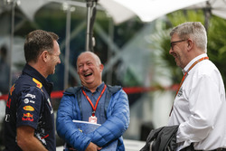 Руководитель Red Bull Racing Кристиан Хорнер, журналист Дитер Ренкен и Росс Браун, FOM