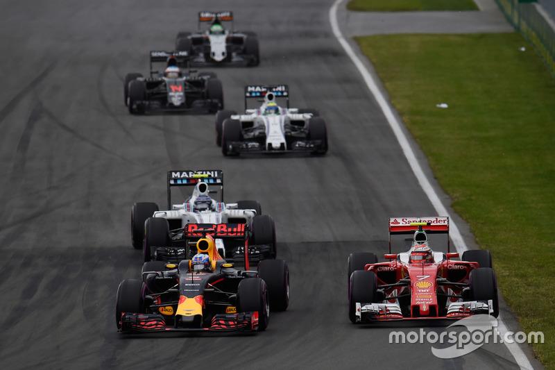 Макс Ферстаппен, Red Bull Racing RB12 та Кімі Райкконен, Ferrari SF16-H, боротьба за позицію