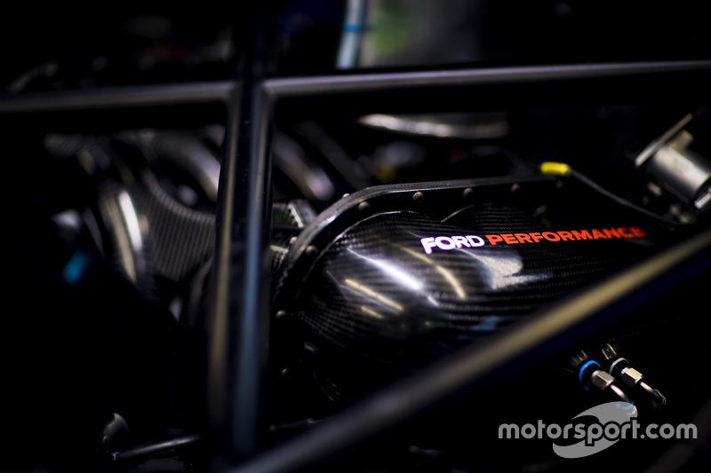 تفاصيل سيارة فريق شيب غاناسي ريسينغ فورد جي تي