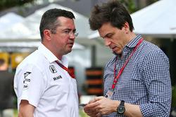 Eric Boullier, McLaren Director de carrera con Toto Wolff, Mercedes AMG F1 Accionista y Director Ej