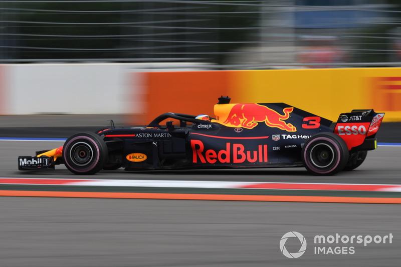 18: Daniel Ricciardo, Red Bull Racing RB14, sin tiempo en Q2