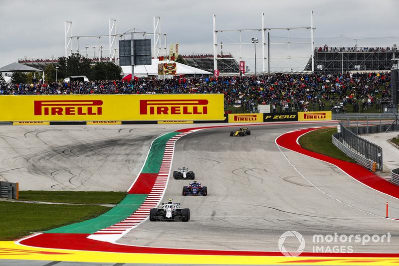 Sergey Sirotkin, Williams FW41, precede Brendon Hartley, Toro Rosso STR13, Lance Stroll, Williams FW41, e Carlos Sainz Jr., Renault Sport F1 Team R.S. 18