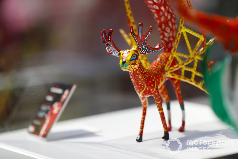 Скульптура Кімі Райкконена, Ferrari