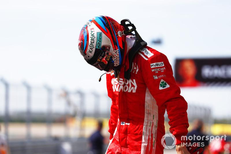 Kimi Raikkonen, Ferrari, primera posición, celebra en el Parc Ferme