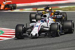 Lance Stroll, Williams FW40, Nico Hulkenberg, Renault Sport F1 Team RS17