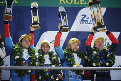 Podium : les troisièmes, #13 Vaillante Rebellion Racing Oreca 07 Gibson: Mathias Beche, David Heinemeier Hansson, Nelson Piquet Jr.