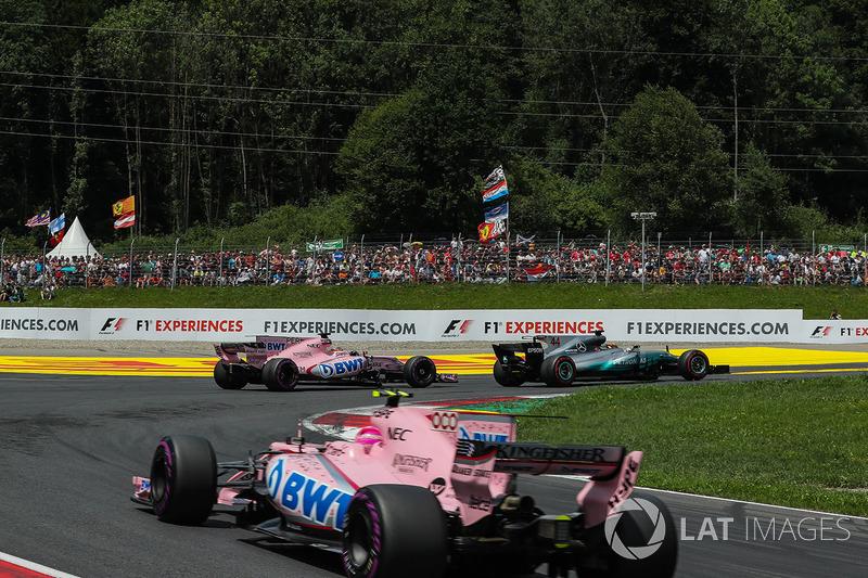 Lewis Hamilton, Mercedes AMG F1 F1 W08 , Sergio Perez, Sahara Force India VJM10