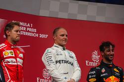 Podium: ganador, Valtteri Bottas, Mercedes AMG F1, segundo, Sebastian Vettel, Ferrari, tercero, Daniel Ricciardo, Red Bull Racing
