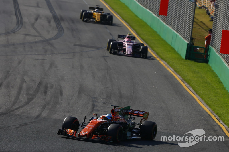 Fernando Alonso, McLaren, MCL32; Esteban Ocon, Force India, VJM10