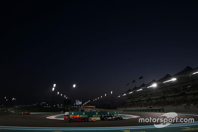 Max Verstappen, Red Bull Racing RB12 y Sergio Pérez, Sahara Force India F1 VJM09